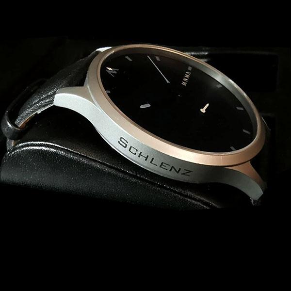 Uhr mit Gravur Seite graviert