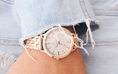Golden ladies' watches for flexible style